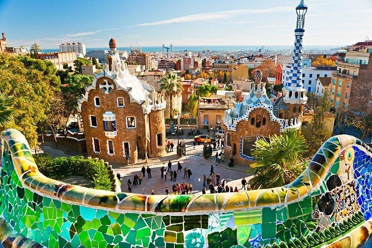 Parc Güell: Parcul suprarealist al lui Gaudí