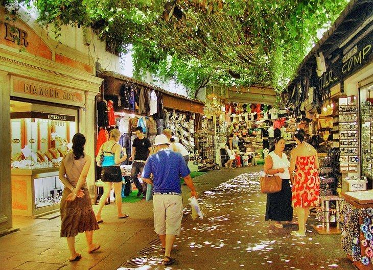 Cumpărați la Bazar
