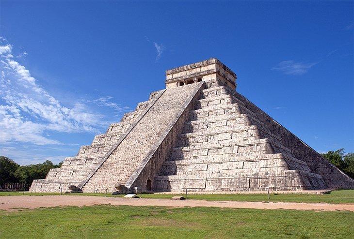 Explorarea ruinelor mayașe din Chichén Itzá