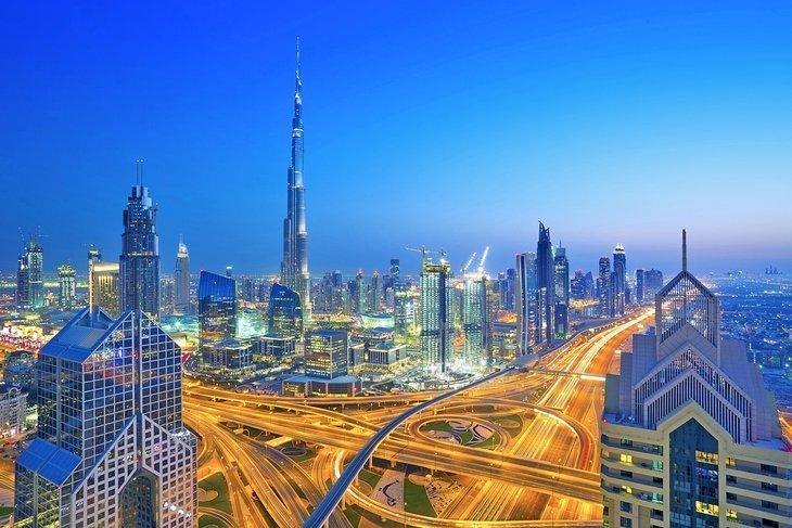Plimbare pe drumul Sheikh Zayed