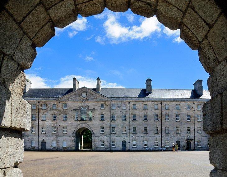 Muzeul National al Irlandei - Arta Decorativa si Istorie (Collins Barracks)