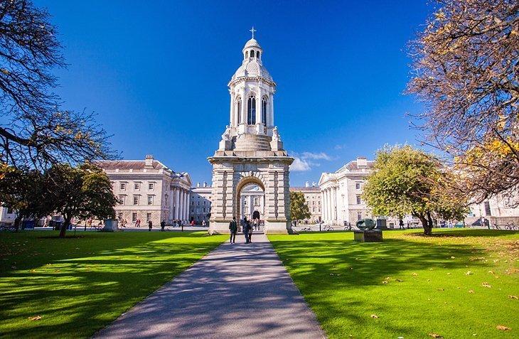 Trinity College și College Green