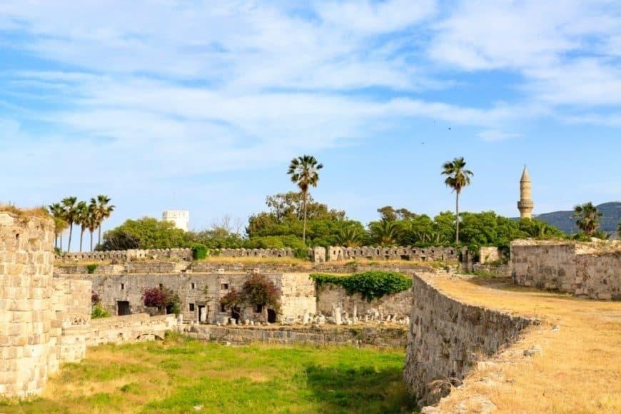 Vizitați castelul cavalerilor - Castelul Neratzia
