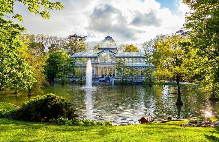 Explorează Parcul Buen Retiro și Palatul de Cristal