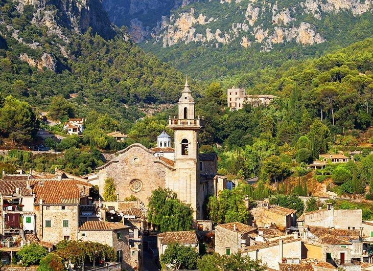 Orașul de pe deal și Mănăstirea Valldemossa