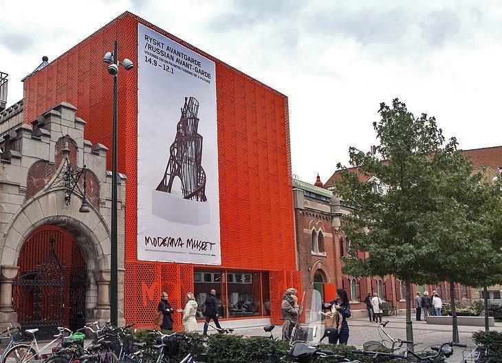 Vizitati Moderna Muzeul Modernismului