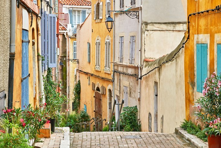 Plimbare prin străzile colorate din Le Panier (Old Town)