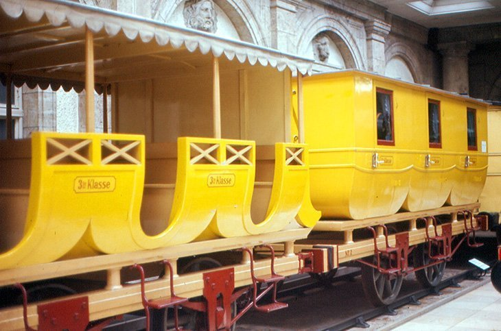 Faceți un tur al Muzeului Transporturilor din Nürnberg