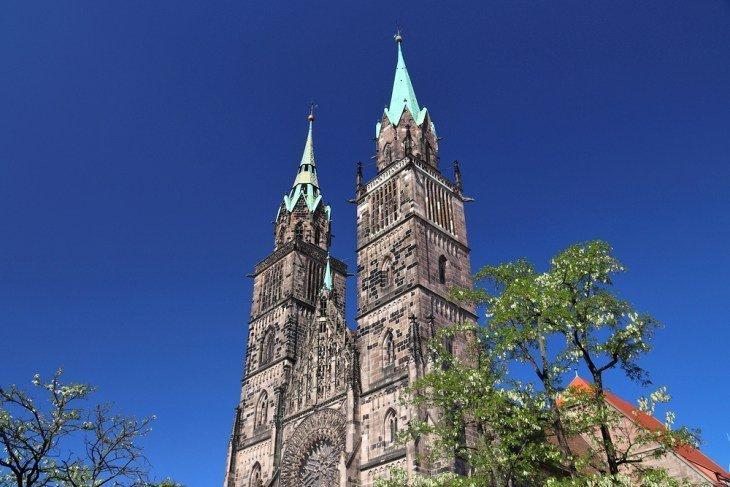 Minunează-te cu Arhitectura Bisericii Sf. Lawrence (Sf. Lorenz)