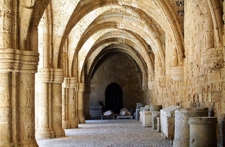 Muzeul Arheologic (Spitalul Cavalerilor)