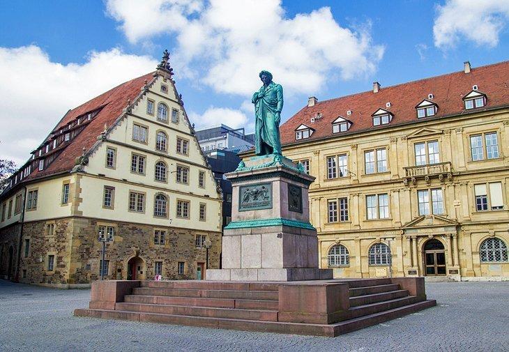 Schillerplatz și Stiftskirche