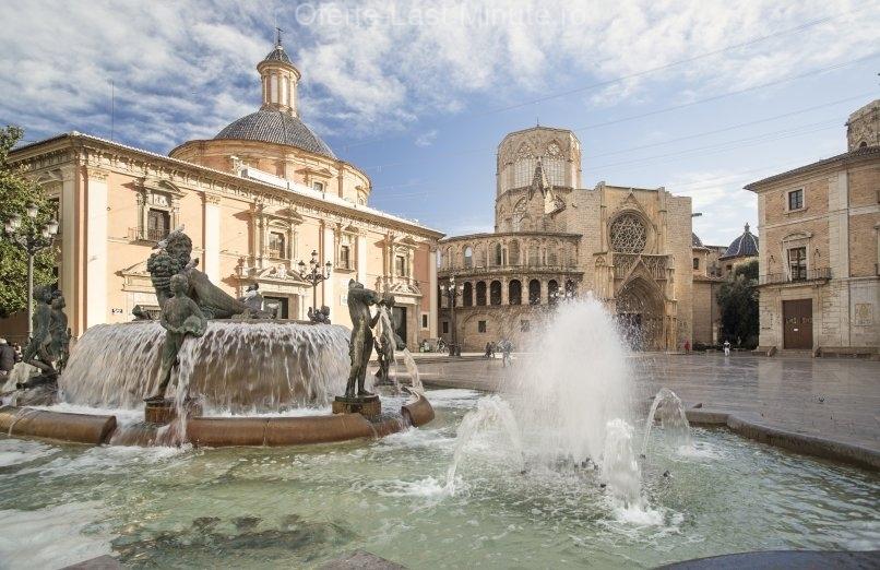 Catedrala si Plaza de la Virgen