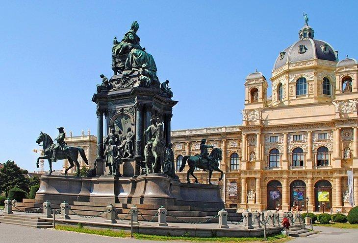 Kunsthistorisches Museum și Maria-Theresien-Platz