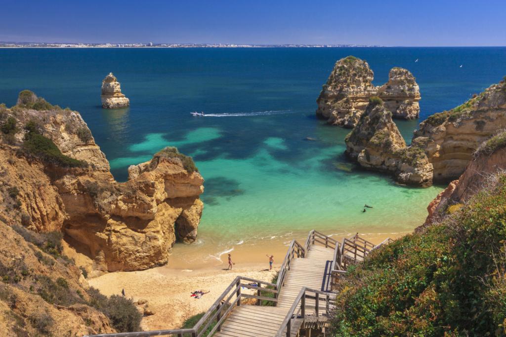 Vacanta in minunatul Algarve, Portugalia – 297 euro (zbor + cazare 7 nopti) – cunoscut pentru plaje exotice