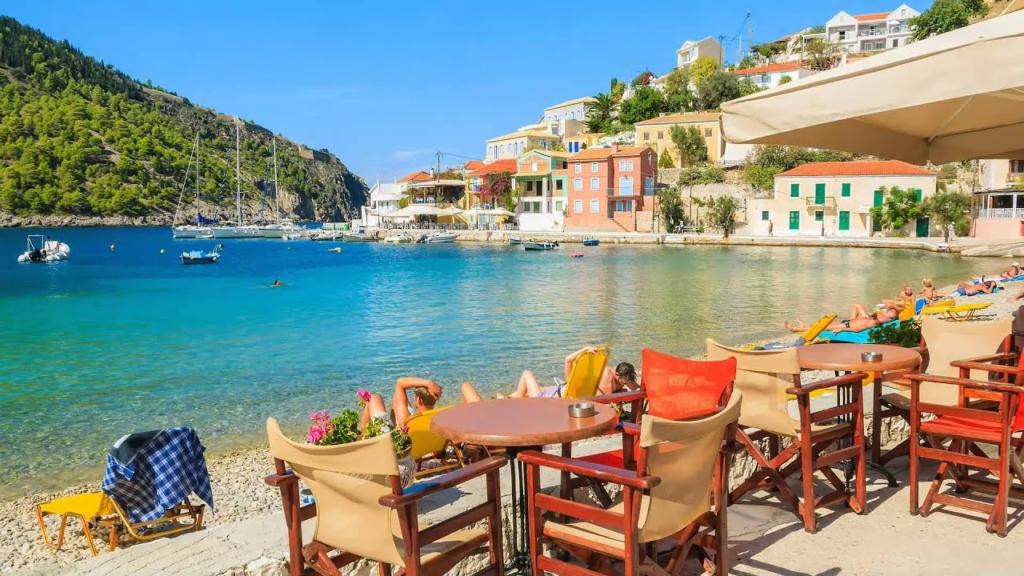 Grecia renunta la carantina obligatorie pentru turistii din UE si din alte cinci tari