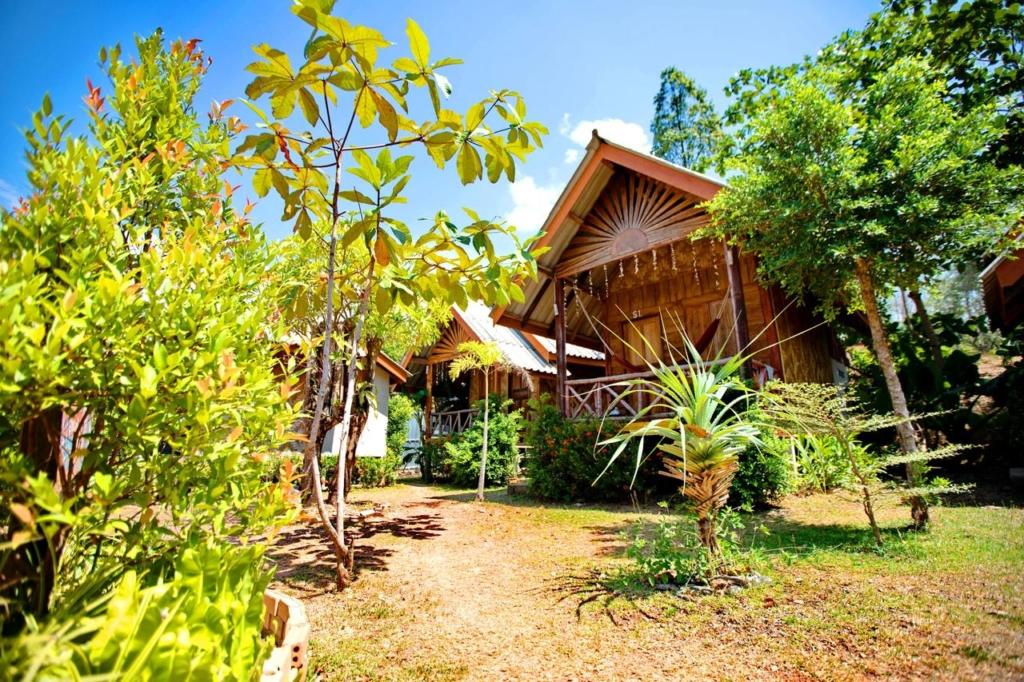 Până în 2022! Cabana de bambus de top în insula Koh Lanta, Thailanda de la doar 7 € / noapte! (anulare gratuită)